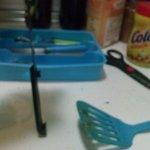 cuchillo sucio y sin mango, menaje sucio
