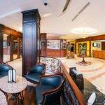 Panoramica Lobby y Bar