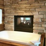 Whirlpool and fireplace in Dream Cabin #9