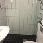 Salle de bain (assez grande) de la chambre 552