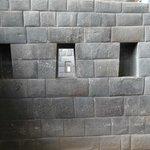 太陽神殿 (コリカンチャ) 内の精緻な石組み