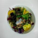 Saumon poché en bouillon menthe-agrumes