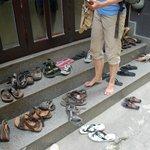 Schuhe aus im Hotel