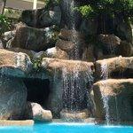 один из 3 бассейнов . красиво ,но грязно