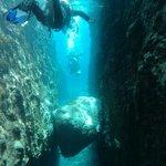 Diving between lava walls!!!!!