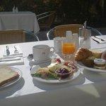 中庭での朝食