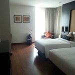 deluxe room with 2 single beds