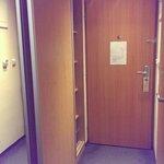 Входная дверь и шкаф-купе