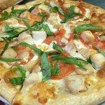 Basil chicken pizza