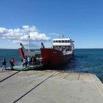 Barco e pier de embarque em Punta Arenas
