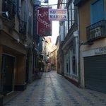 La ruelle de l'hôtel.