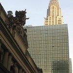Parte superior del edificio entre otros de Manhattan