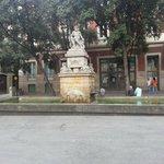 Памятник в готическом квартале