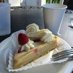 C est suppose être un cheesacake à la framboise; je dirais plutôt une tarte au citron avec de la
