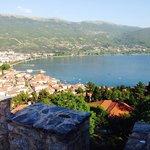Вид на озеро Охрид с Самуиловой крепости