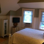 Sippewisset Lake room - cozy and clean