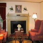 Chauncey Keep Chamber - Sitting Area