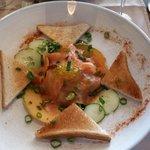 assiette de saumon en entrée