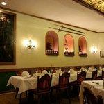 один из многочисленных залов ресторана