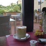 Detalhes do café da manhã: café sempre preparado na hora e o que vc escolher