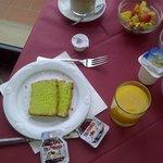 Detalhes do café da manhã: possui frutas frescas
