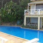 Habitaciones y piscina