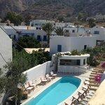 vue de notre balcon, la piscine le jour