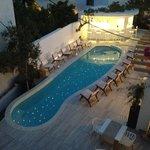vue de notre balcon, la piscine le soir