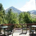 Vista del pico Cerler desde la terraza del bar.