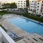 piscina aparthotel.