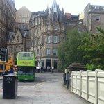 Fachada del hotel desde Waverley Station