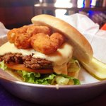 How a cheeseburger in Wisconsin should be made, with fried cheesecurds!