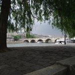 Pont Saint-Michel vista sob a Pont Notre-Dame