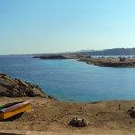 Вид с территории отеля на залив