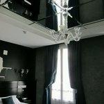 Detalle del techo con espejo
