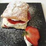 dessert feuilleté au fraise et crème chantylli