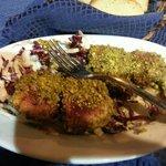 Antipasto di tonno con salsa di pistacchi