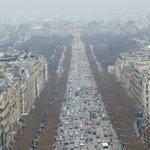 Vista de Champs-Elysees hacia el Louvre, desde lo alto del Arco del Triunfo.