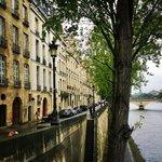 street view by the Seine