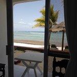 Chambre vue mer et terrasse pieds dans le sable
