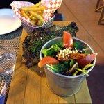 Meravigliosa Bistecca di Toro accompagnata da ottime patate e buonissima insalata.