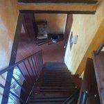 Escalera para bajar a la habitacion