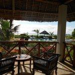 dalla terrazza della camera, mare e piscina