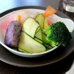 Entrée - salade de crudités à l'huile d'argan et à la clémentine