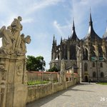 The promenade approaching the cathedral