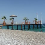 pontile sulla spiaggia