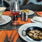 Sizzling prawns, prawn cocktail & garlic bread
