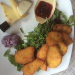 Porcini fritti con selezione di formaggi