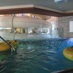 une des piscines avec le tobogan