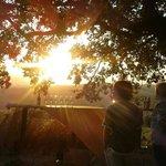 Tramonto....con aperitivo sulla collinetta sotto la grande quercia.... Fantastico